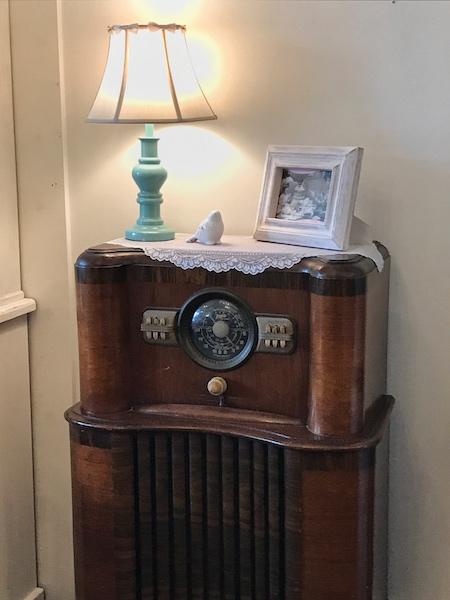 Antique radio at Whitney's Tea Room