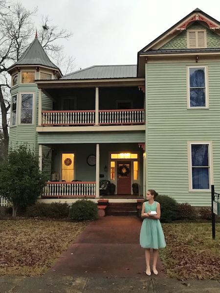 exterior Columbiana Inn, Alabama