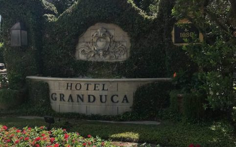 entry landscaping Hotel Granduca Houston