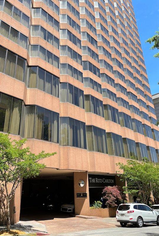 exterior afternoon tea at The Ritz-Carlton Atlanta