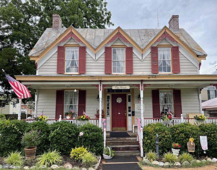 exterior afternoon tea at Stillwater Tea House in Suffolk, VA